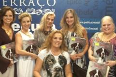 Essa foto ficou demais!! Lilia, Angela, Denise, Andrea e Alba, fiquei muito feliz com a presença de todas vocês!! Lançamento do livro na Livraria Cultura do Shopping Pátio Savassi em Belo Horizonte.