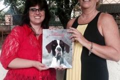 Eu e a vice diretora Helena Beatriz, da escola MUNICIPAL JOAQUIM CANDIDO DE AZEVEDO MARQUES!! Fui muito bem recebida. Adorei conhecer todos vocês!! Quando fiz a doação de livros.
