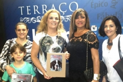 Minhas queridas, a oftalmologista Dra Elke Passos, com o seu filho, eu, Jac Sarkis e sua prima!! Lançamento do livro na Livraria Cultura do Shopping Pátio Savassi em Belo Horizonte.