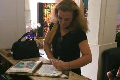 Autografando no Colégio Sagrado Coração de Maria em Belo Horizonte, onde estudei!!!