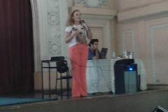 Izabella palestrando para professores no Instituto de Educação em BH