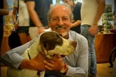 o tio Marcelo, da Missy, na tarde de autógrafo do livro.Um dos patrocinadores do projeto, PROTEGE